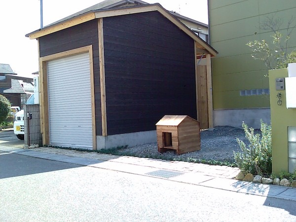 ガレージと犬小屋